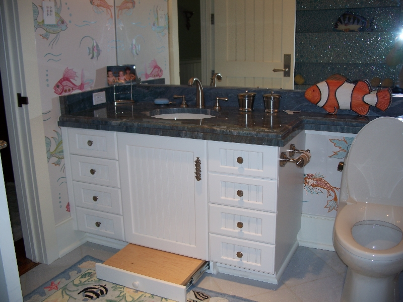 Custom White Wood Bathroom Cabinets and Vanity